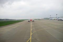 Avions à réaction dans l'aéroport de Domodedovo de Moscou Photos stock