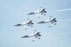 Avions à réaction de Thunderbird acrobatiques aériens Image libre de droits