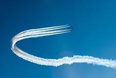 Avions à réaction sur le ciel avec de la fumée Photographie stock libre de droits