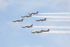 Avions acrobatiques aériens à l'airshow Image stock