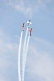 Avions acrobatiques aériens à l'airshow Photos stock