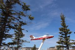 Avions acrobatiques aériens d'équipe d'oiseaux de neige sur l'affichage au Canada de Saskatchewan de mâchoire d'orignaux photo libre de droits
