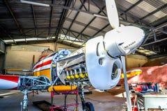 Avions acrobatiques aériens de vintage sur le contrôle Images stock