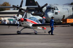 300 avions acrobatiques aériens supplémentaires Image stock