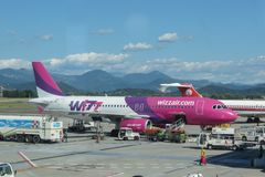 Avions Airbus A320 de Wizzair Photos stock