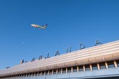 Avions au-dessus d'Arlanda terminal Photographie stock libre de droits