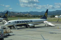 Avions Boeing 737-800 de Ryanair Photos stock