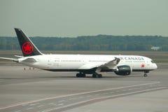 Avions Boeing 787-9 Dreamliner C-FRSR d'Air Canada avant le départ à l'aéroport de Malpensa Photographie stock libre de droits