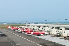 Avions bons marchés dans l'aéroport international Photo stock