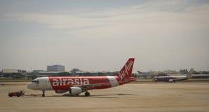 Avions civils se garant à l'aéroport de Don Muang International Image stock