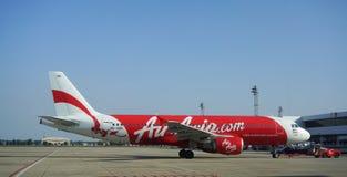 Avions civils se garant à l'aéroport de Don Muang International Photos stock