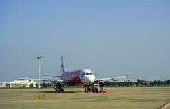Avions civils se garant à l'aéroport de Don Muang International Images stock