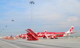 Avions civils se garant à l'aéroport de Don Muang International Images libres de droits