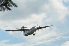 Avions commerciaux modernes prêts à décoller de l'aéroport photographie stock