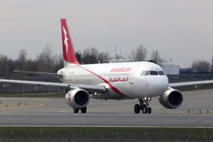 Avions d'Air Arabia Airbus A320-200 fonctionnant sur la piste Photos libres de droits