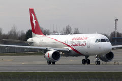 Avions d'Air Arabia Airbus A320-200 fonctionnant sur la piste Photo stock