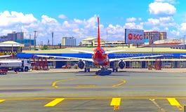 Avions d'Air Asia à l'aéroport domestique de Manille Images libres de droits