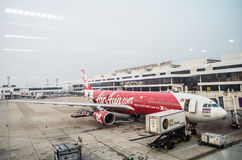 Avions d'Air Asia chez Don Mueang International Airport Photographie stock