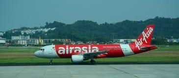 Avions d'AirAsia dans l'aéroport de Penang, Malaisie Photo stock
