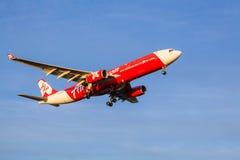 Avions d'AirAsia s'approchant au débarquement à l'aéroport de Melbourne Photo libre de droits