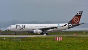 Avions d'Airbus A330 de voies aériennes des Fidji roulant au sol à l'aéroport international d'Auckland Photographie stock libre de droits