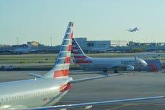 Avions d'American Airlines aa au MIA d'aéroport international de Miami Image stock