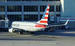 Avions d'American Airlines aa au MIA d'aéroport international de Miami Photos libres de droits