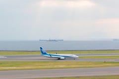 Avions d'ANA dans l'aéroport international Japon de Chubu Centrair Photos libres de droits