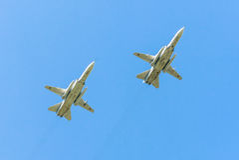 2 avions d'attaque tous temps supersoniques de Sukhoi Su-24M (escrimeur) Photos stock