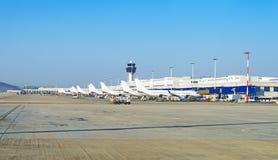 Avions dans l'aéroport Images libres de droits