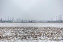 Avions dans l'aéroport de Munich, neige Image libre de droits