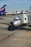 Avions dans l'aéroport de sheremetyevo Photos stock
