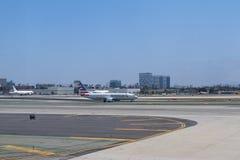 Avions dans l'aéroport international de LAX Photos libres de droits