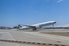 Avions dans l'aéroport international de LAX Image stock