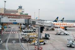 Avions dans la piste prête au décollage Images libres de droits