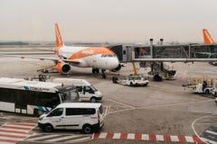 Avions dans la piste prête au décollage Images stock