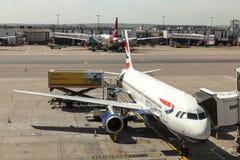 Avions de British Airways à l'aéroport de Londres Heathrow Images libres de droits