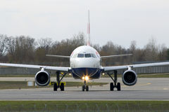 Avions de British Airways Airbus A320-200 A320-200 fonctionnant sur la piste Photo libre de droits