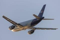 Avions de cargaison de Fedex Federal Express Airbus A310 décollant de l'aéroport international de Los Angeles Photo stock