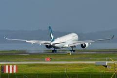Avions de Cathay Pacific Airbus A350 XWB de l'atterrissage de Hong Kong à l'aéroport international d'Auckland Photo libre de droits