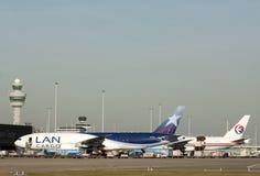 Avions de charge 777 de Boeing dans une rangée Photo libre de droits