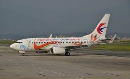 Avions de China Eastern Airlines sur la piste Photos libres de droits