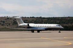 Avions de Gulfstream G650 d'avions à l'aéroport Image stock