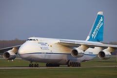 Avions de la cargaison An-124 Photographie stock libre de droits
