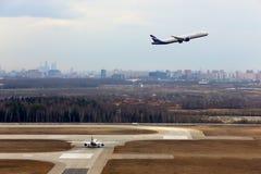 Avions de ligne à fuselage large d'Aeroflot à l'aéroport international de Sheremetyevo Image stock