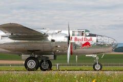 Avions de Nord-américain B-25 Mitchell Bomber de cru de la deuxième guerre mondiale exploités par la collection volante de taurea photos stock