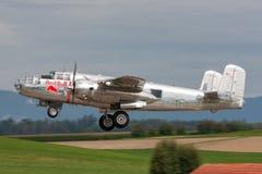 Avions de Nord-américain B-25 Mitchell Bomber de cru de la deuxième guerre mondiale exploités par la collection volante de taurea photographie stock libre de droits