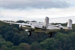 Avions de Nord-américain B-25 Mitchell Bomber de cru de la deuxième guerre mondiale exploités par la collection volante de taurea photos libres de droits