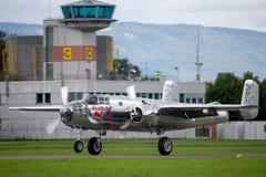 Avions de Nord-américain B-25 Mitchell Bomber de cru de la deuxième guerre mondiale exploités par la collection volante de taurea photographie stock