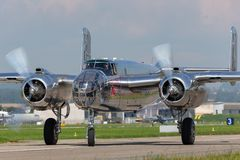 Avions de Nord-américain B-25 Mitchell Bomber de cru de la deuxième guerre mondiale exploités par la collection volante de taurea image libre de droits